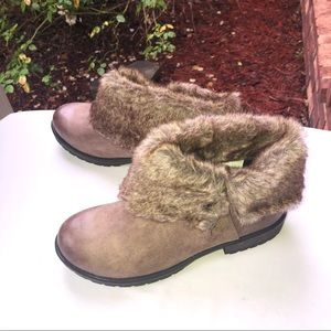 NIB Candie's Cahoot Taupe Furry Ankle Boots Wm 10